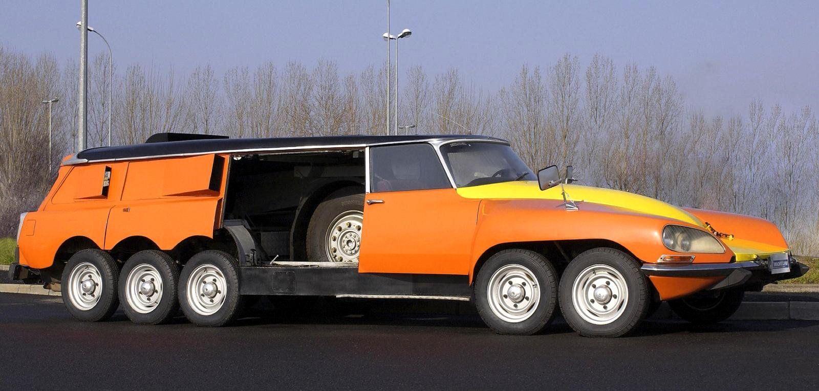 Citroën : deux des modèles les plus « fous » de l'histoire ! Par Frédéric Lagadec  Citroen-DS-Mille-Pattes-Michelin