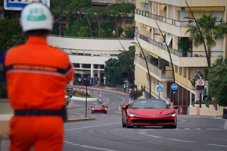 En Ferrari à 240 km/h dans les rues de Monaco