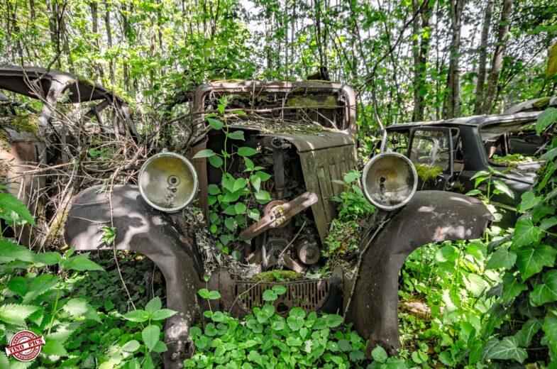 urbex garage poussette cimetière de voitures