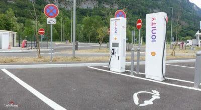 voitures électriques bornes de recharge
