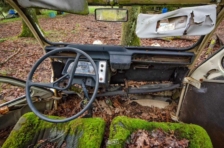 Citroën 2CV urbex
